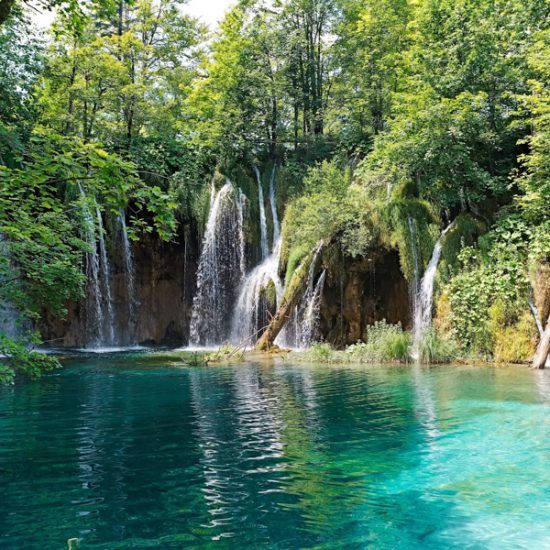 waterfalls and lake in plitvice lakes