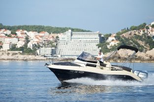 atlantic-suncruiser815-boat-rent